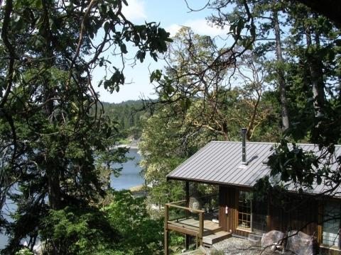 Ainslie Point Cottage Pender Island Accommodation